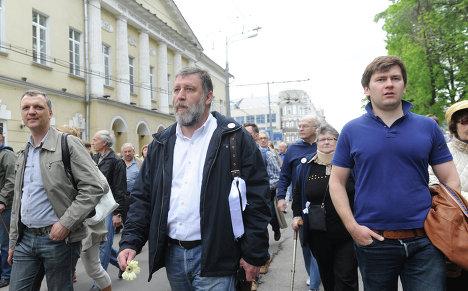Журналист Сергей Пархоменко (в центре) во время акции Контрольная прогулка.