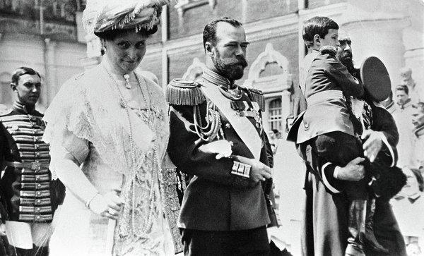 Российский император Николай II, императрица Александра Федоровна и цесаревич Алексей в Кремле