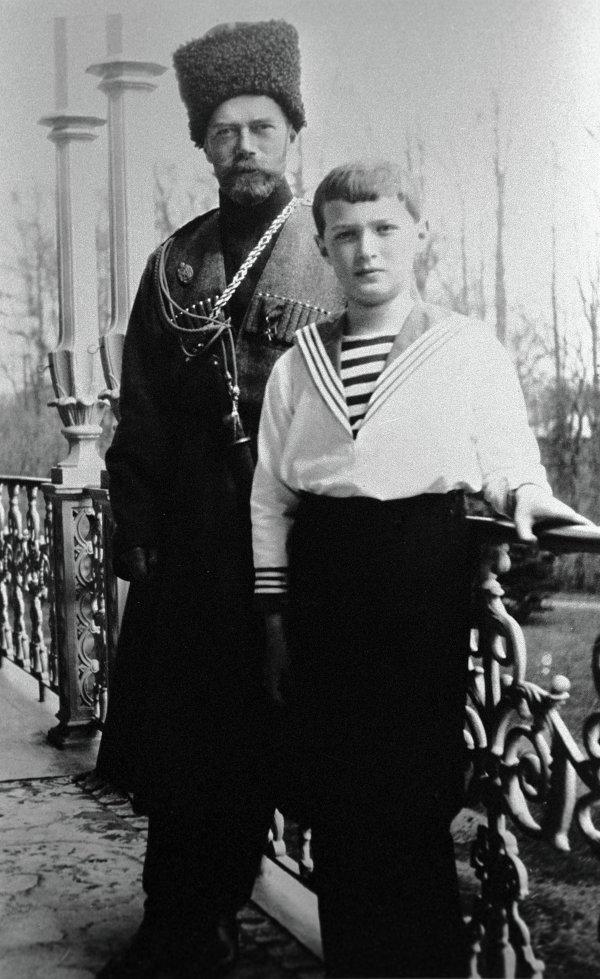 Император Николай II с сыном Алексеем