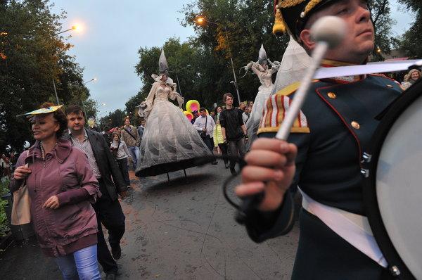 Карнавал в честь 85-летия парка Горького
