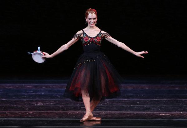 Прима-балерина Мариинского театра Ульяна Лопаткина исполняет pas de deux из балета Эсмеральда