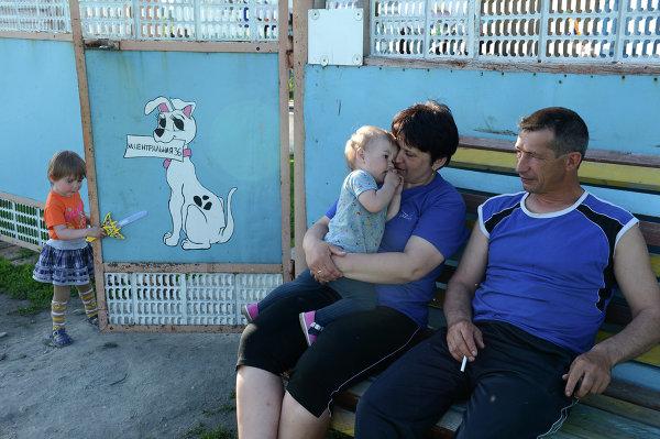 Людмила Заварзина и ее супруг, в семье которых воспитывается девять детей