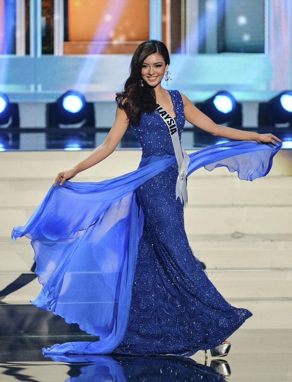 Участница конкурса Мисс Вселенная 2013 из Малайзии Кэри Сью Ман Нг во время полуфинала