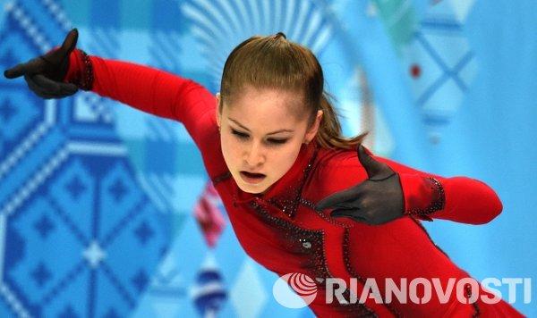 Юлия Липницкая (Россия) выступает в произвольной программе женского одиночного катания на соревнованиях по фигурному катанию