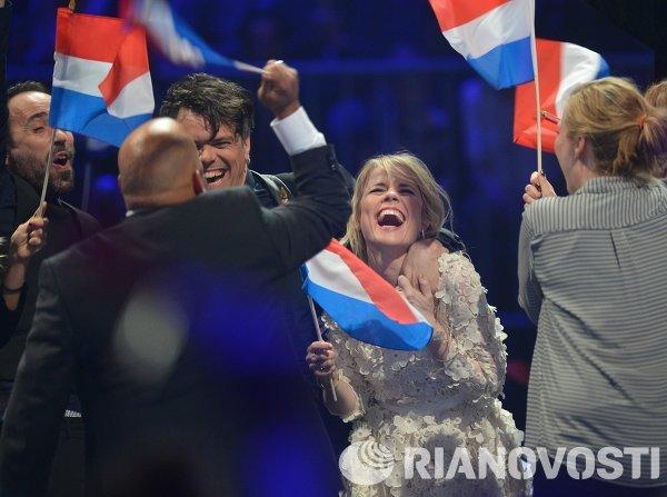 Представители Нидерландов The Common Linnets после выступления в полуфинале 59-го международного конкурса песни Евровидение-2014 в Копенгагене