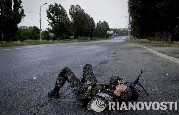 Боец ополчения Луганской народной республики в Луганске.