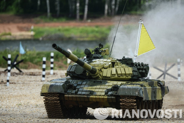 Экипаж танка войск Восточного военного округа во время соревнований Танковый биатлон-2014