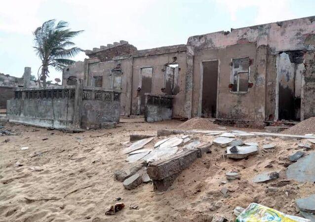 Restes de maison abandonnée sur la côte togolaise à cause de l'érosion