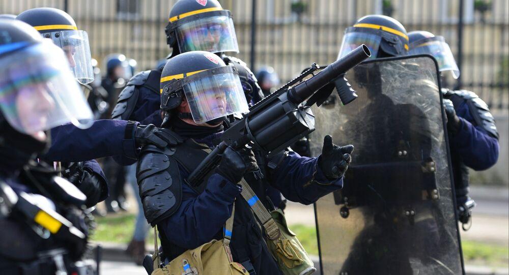 Policiers lors de la manifestation des Gilets jaunes à Paris