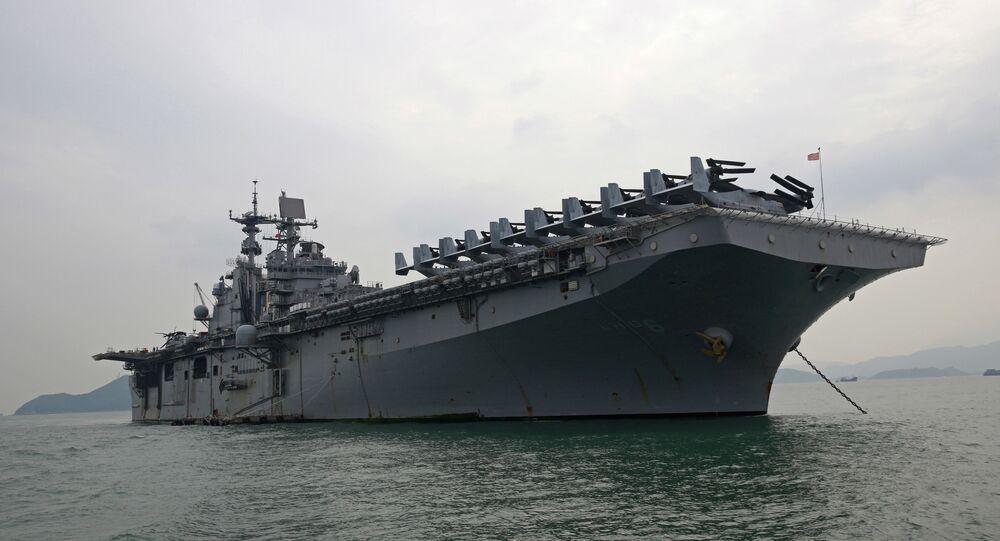 Vidéo. Spectaculaire incendie à bord d'un navire militaire en Californie