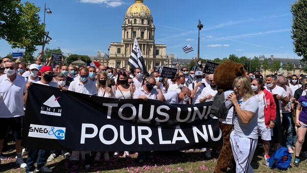 Les patrons de discothèques manifestent à Paris pour leur réouverture avant le mois d'octobre 12 juillet 2020 - Sputnik France