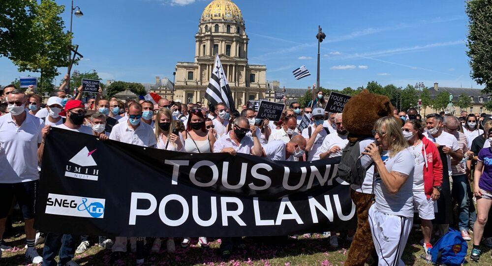 Les patrons de discothèques manifestent à Paris pour leur réouverture avant le mois d'octobre
