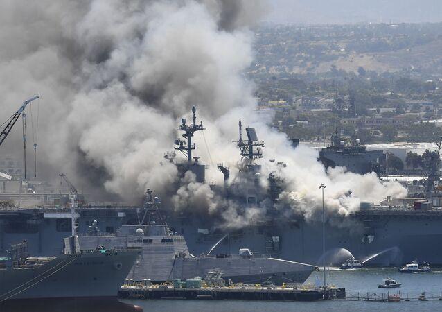 Incendie à bord du navire USS Bonhomme Richard à la base navale de San Diego