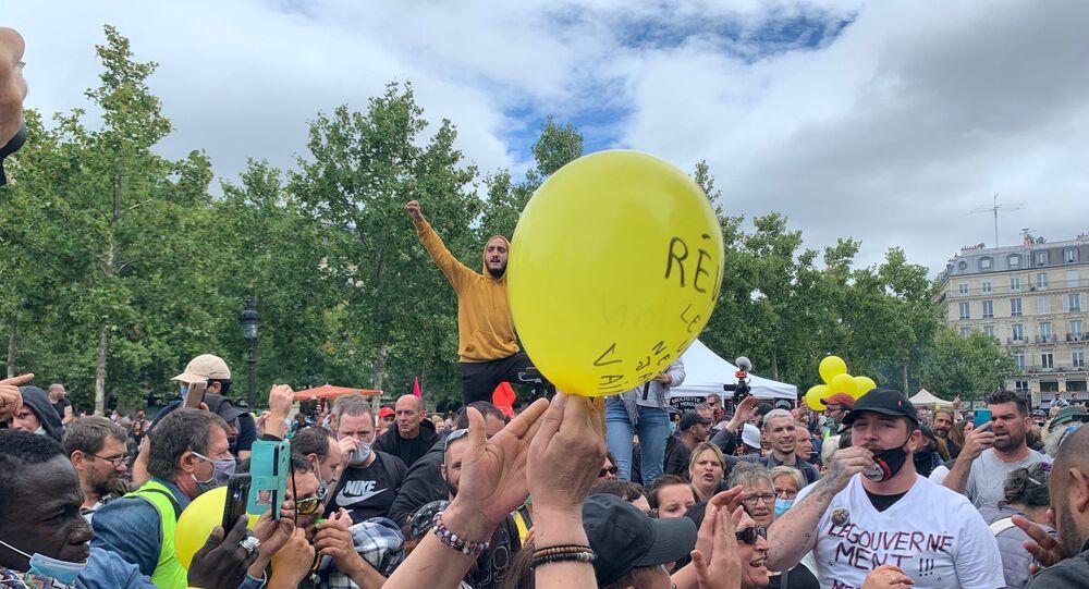 Des manifestations de soignants et de Gilets jaunes se tiennent à Paris le jour de la Fête nationale du 14 juillet