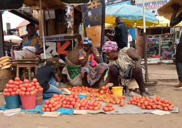 Marthe Nsa'a, revendeuse de tomates au marché Mokolo.