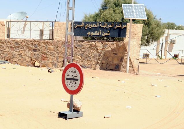 Poste frontière de Tinalkoum, entre la Libye et l'Algérie.
