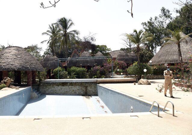 La piscine vide d'un hôtel déserté pour cause de Covid à Saly, au Sénégal.