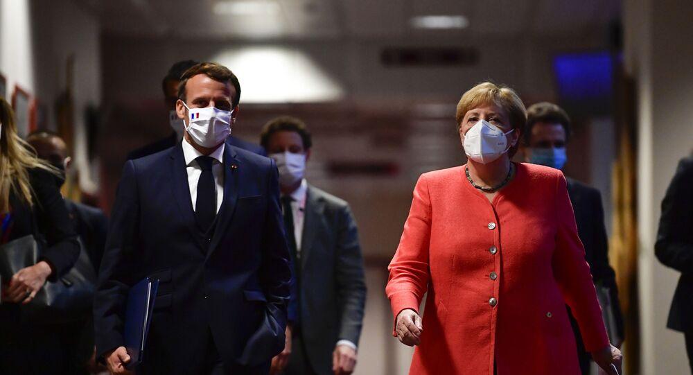 Emmanuel Macron et Angela Merkel lors du Conseil européen à Bruxelles, le 20 juillet 2020