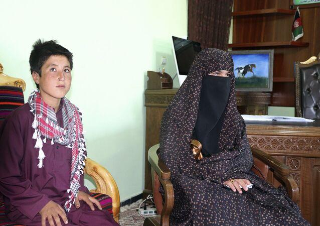 Qamar Gul et son frère