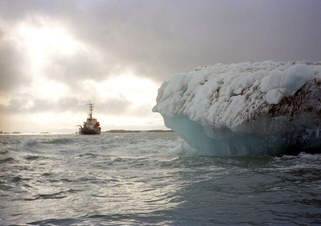 Un glacier de l'archipel de Svalbard, archives
