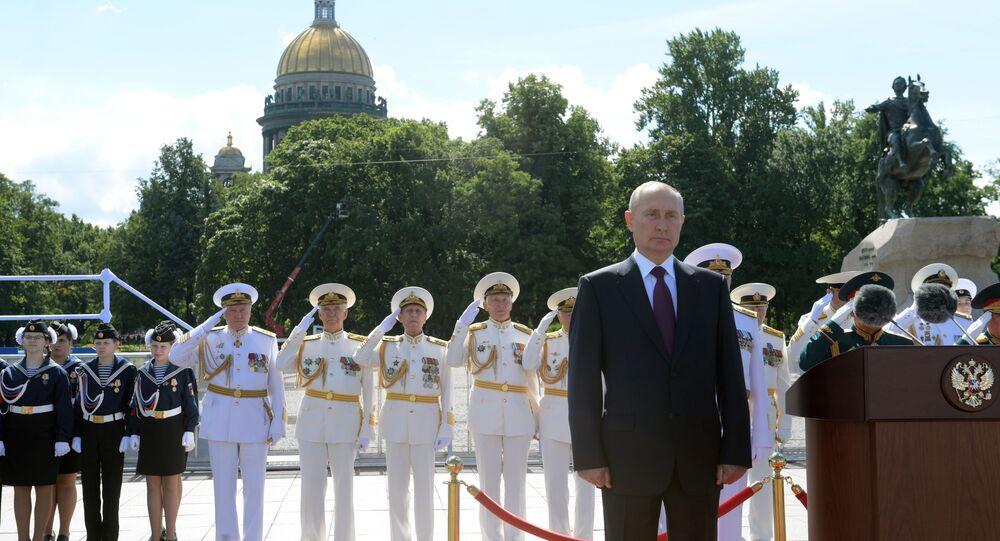 Vladimir Poutine lors du défilé naval à Saint-Pétersbourg