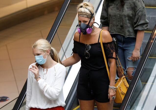 Des personnes portant des masques de protection à Ottawa