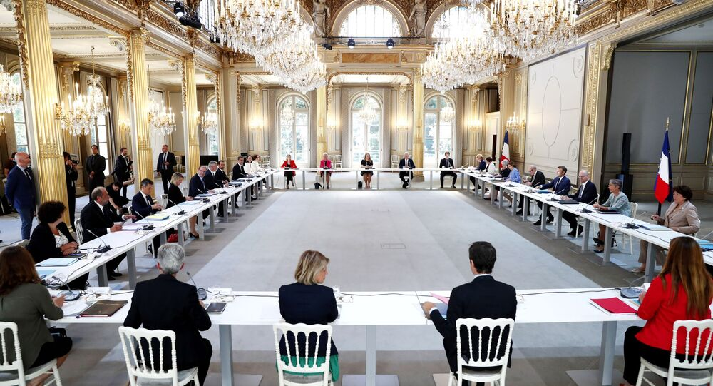 Emmanuel Macron, Jean Castex et les nouveaux ministres au premier Conseil des ministres à l'Élysée le 7 juillet 2020