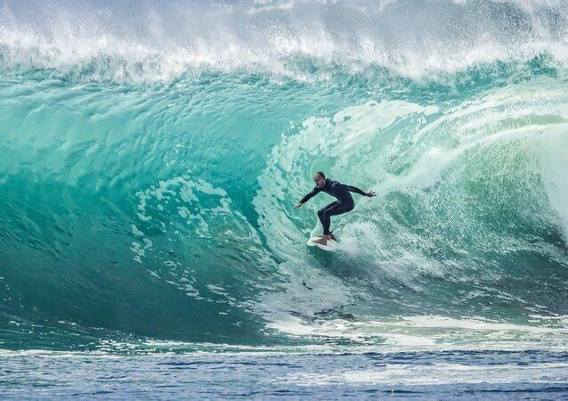 Un surfeur, image d'illustration