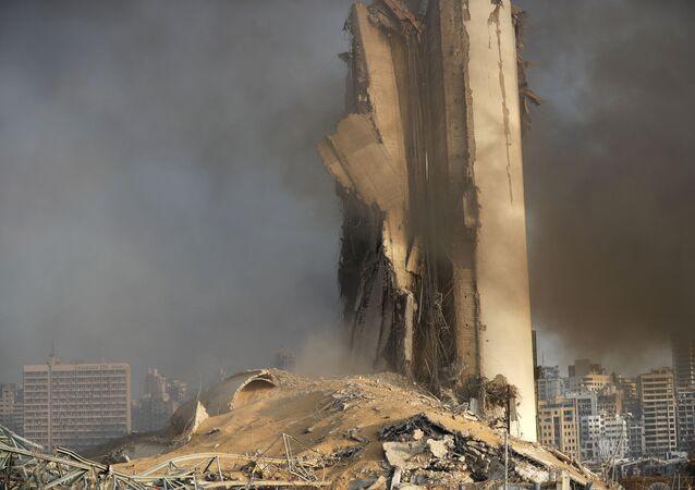 les effets des énormes explosions à Beyrouth