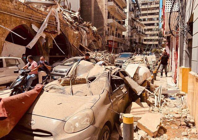 Des voitures endommagées par l'explosion à Beyrouth