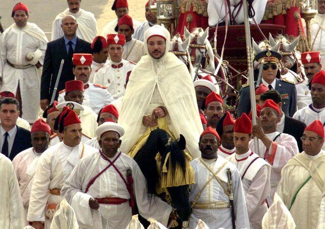 Le roi Mohammed VI lors de sa première cérémonie d'allégeance en 2000.