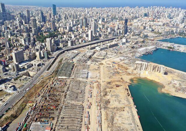 Vue générale des dégâts à la suite de l'explosion sur le port de Beyrouth, le 6 août 2020