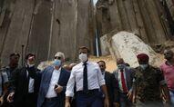 Emmanuel Macron sur le site dévasté par l'explosion au port de Beyrouth, le 6 août 2020