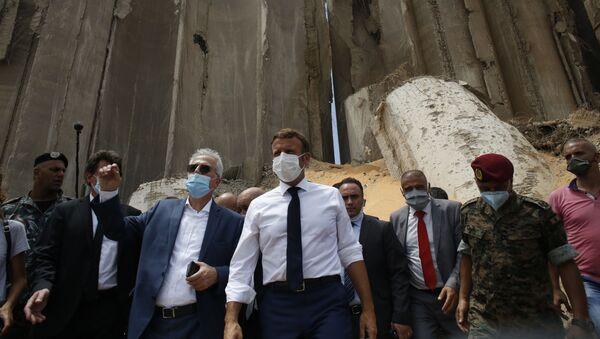 Emmanuel Macron sur le site dévasté par l'explosion au port de Beyrouth, le 6 août 2020 - Sputnik France