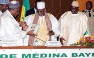 Cheikh Ahmed Tidiane Ibrahima Niass avec à sa gauche le Président sénégalais Macky Sall