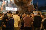 Протестующие забросили файер в троллейбус, Минск, 10 августа 2020