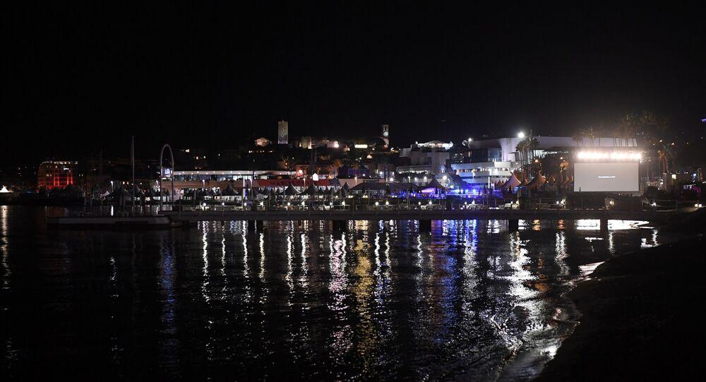 Un mouvement de foule après une rumeur de fusillade — Cannes