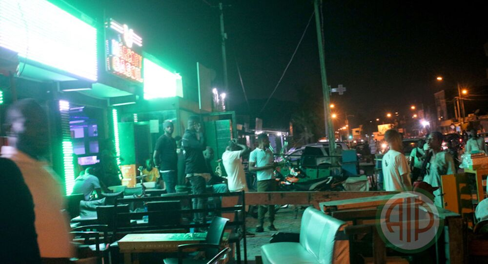 L'ambiance nocturne d'Abidjan, à la veille des fêtes de l'indépendance 2020.