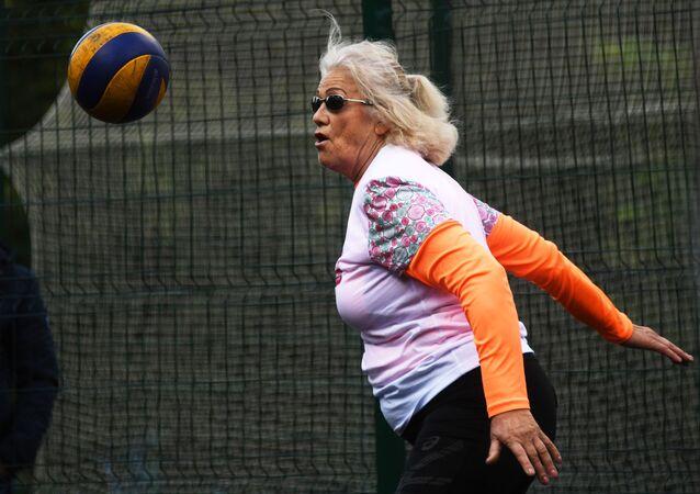 Une retraitée fait du sport