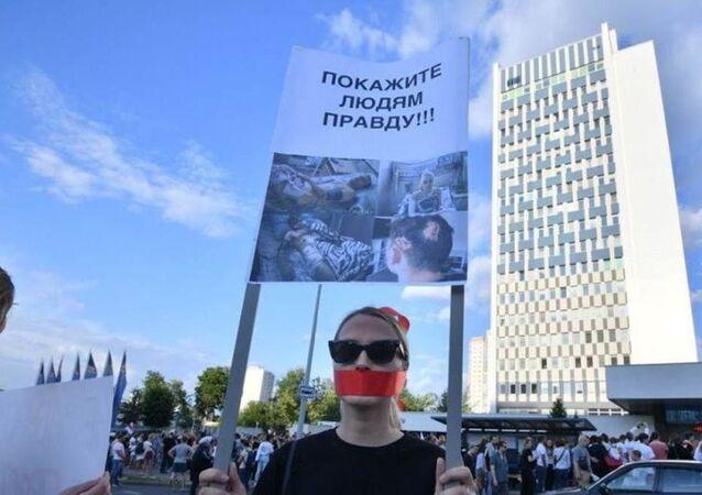 Une manifestation près du bâtiment de la compagnie de télévision d'État Belteleradio à Minsk