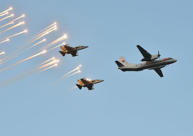 Des Yak-130 et un An-26 participent à une parade militaire à Minsk, archives