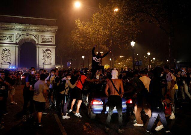 Scène de liesse à Paris après la qualification du PSG pour la finale de la Ligue des champions, le 18 août