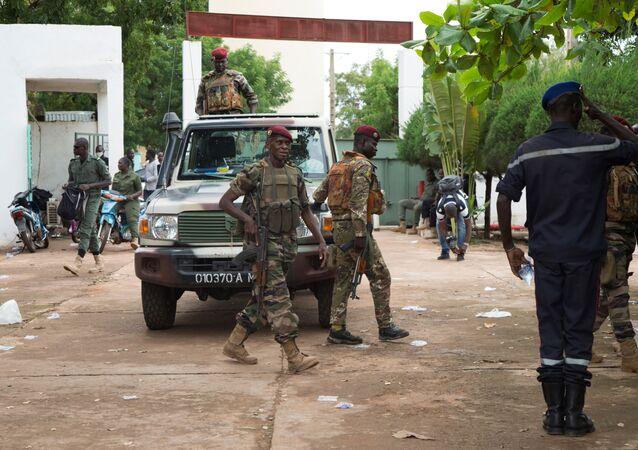 Des soldats maliens à la base militaire de Kati, au Mali, le 19 août 2020.