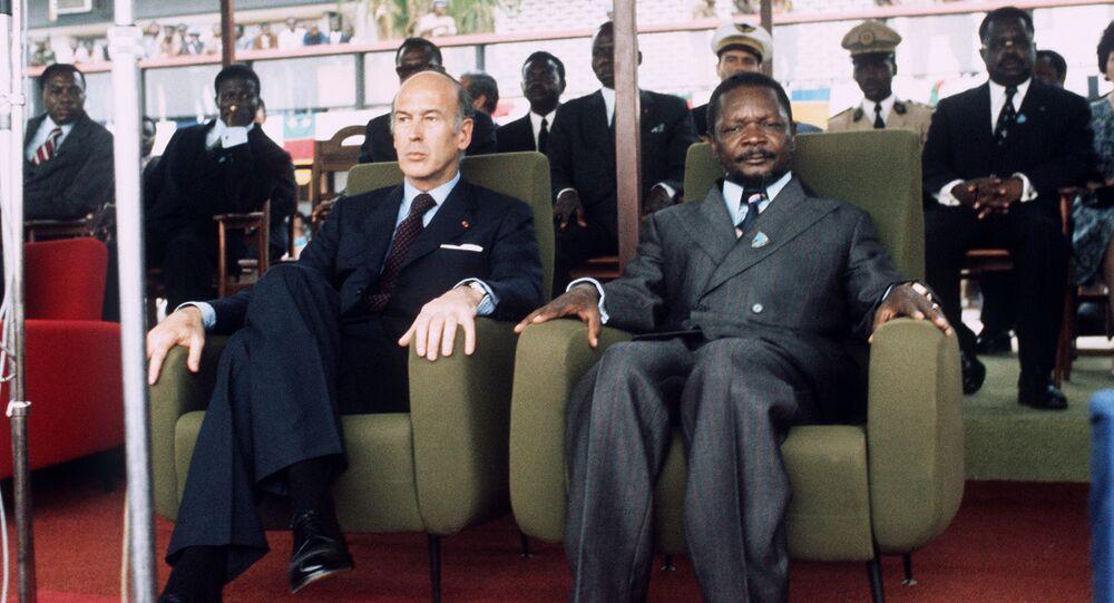 Les Présidents français Valéry Giscard d'Estaing et centrafricain Jean-Bedel Bokassa, le 5 mars 1975 à Bangui.