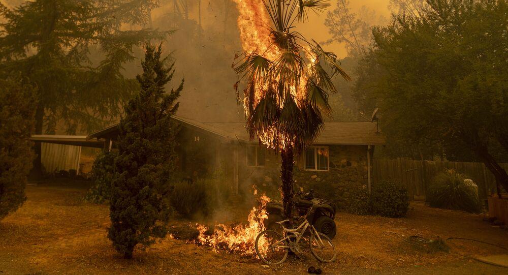 La Californie ravagée par les flammes, le 18 août