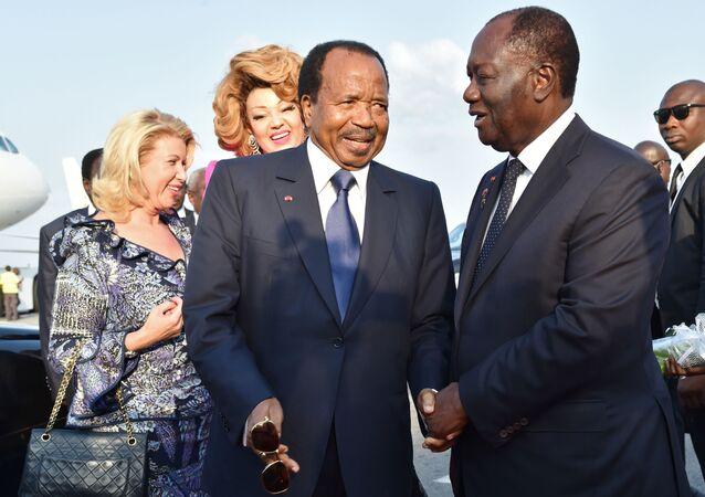 Les Présidents ivoirien Alassane Ouattara et camerounais Paul Biya, et leurs épouses.