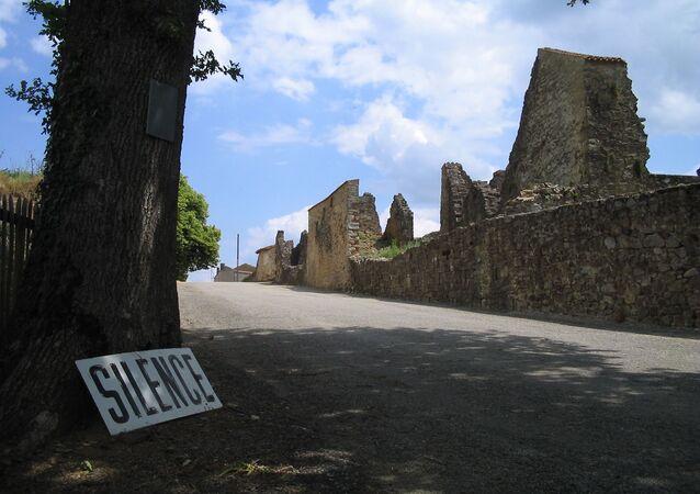 Oradour-sur-Glane, chemin d'accès du village martyr