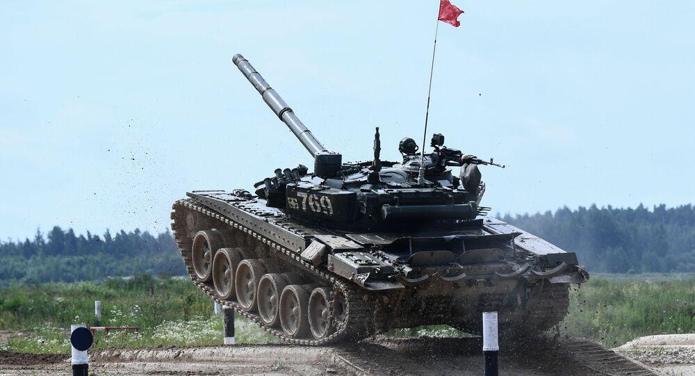 Un T-72 pendant une compétition de biathlon en chars d'assaut dans la région de Moscou (archive photo)