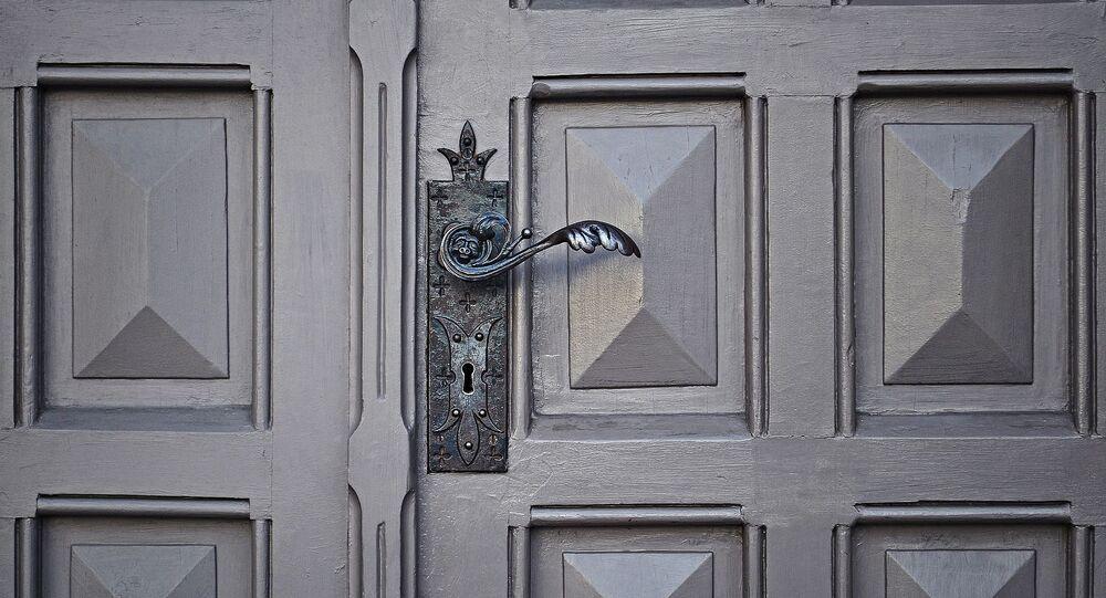 Une porte fermée