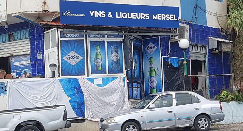Les vendeurs d'alcool de Tichy, ville balnéaire de la région de Béjaïa, n'ont pas pu rouvrir leur boutique.